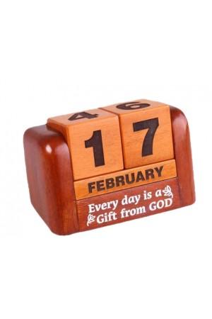 Calendar din lemn pentru birou - Every day is a gift from God - GDC02-602